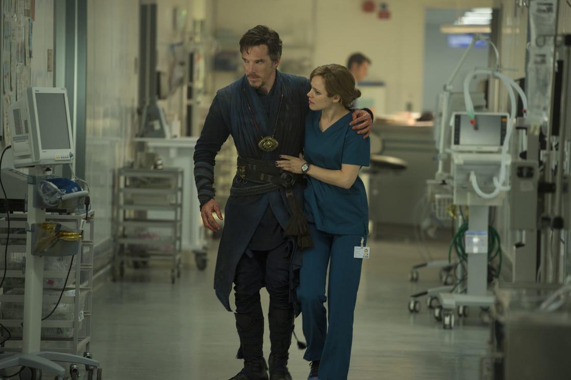 El Dr. Stephen Strange/Doctor Strange (Benedict Cumberbatch) y la Dra. Christine Palmer (Rachel McAdams) en Doctor Strange (2016). Imagen: listal.com