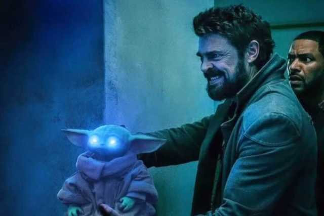 Billy Butcher (Karl Urban), Mother's Milk (Laz Alonso) y Baby Yoda en un crossover The Boys/The Mandalorian. Imagen: The Boys Twitter (@TheBoysTV).