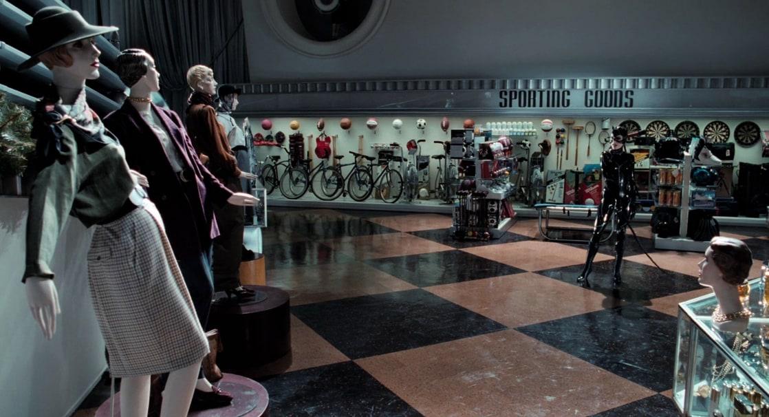 """Catwoman/Selina Kyle (Michelle Pfeiffer) y las """"victimas"""" de su látigo en Batman Returns (1992). Imagen: listal.com"""
