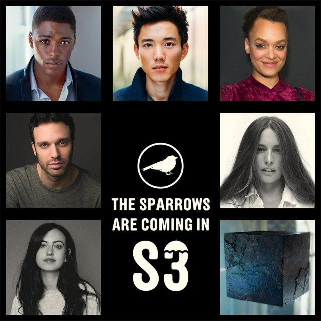 The Sparrow Academy en la temporada 3 de The Umbrella Academy: Marcus/Sparrow #1 (Justin Cornwell), Ben/Sparrow #2 (Justin H. Min), Fei/Sparrow #3 (Britne Oldford), Alphonso/Sparrow #4 (Jake Epstein), Sloane/Sparrow #5 (Génesis Rodríguez), Jayme/Sparrow #6 (Cazzie David) y Christopher/Sparrow #7 (Existential Dread Inducing Psykronium Cube). Imagen: Netflix