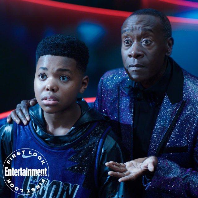 Dom (Cedric Joe) y Al-G Rhythm (Don Cheadle) en Space Jam: A New Legacy (2021). Imagen: Entertainment Weekly Twitter (@EW).