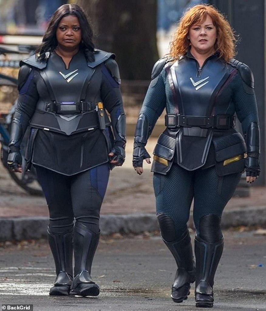 Octavia Spencer y Melissa McCarthy en el set de Thunder Force (2021). Imagen: BackGrid