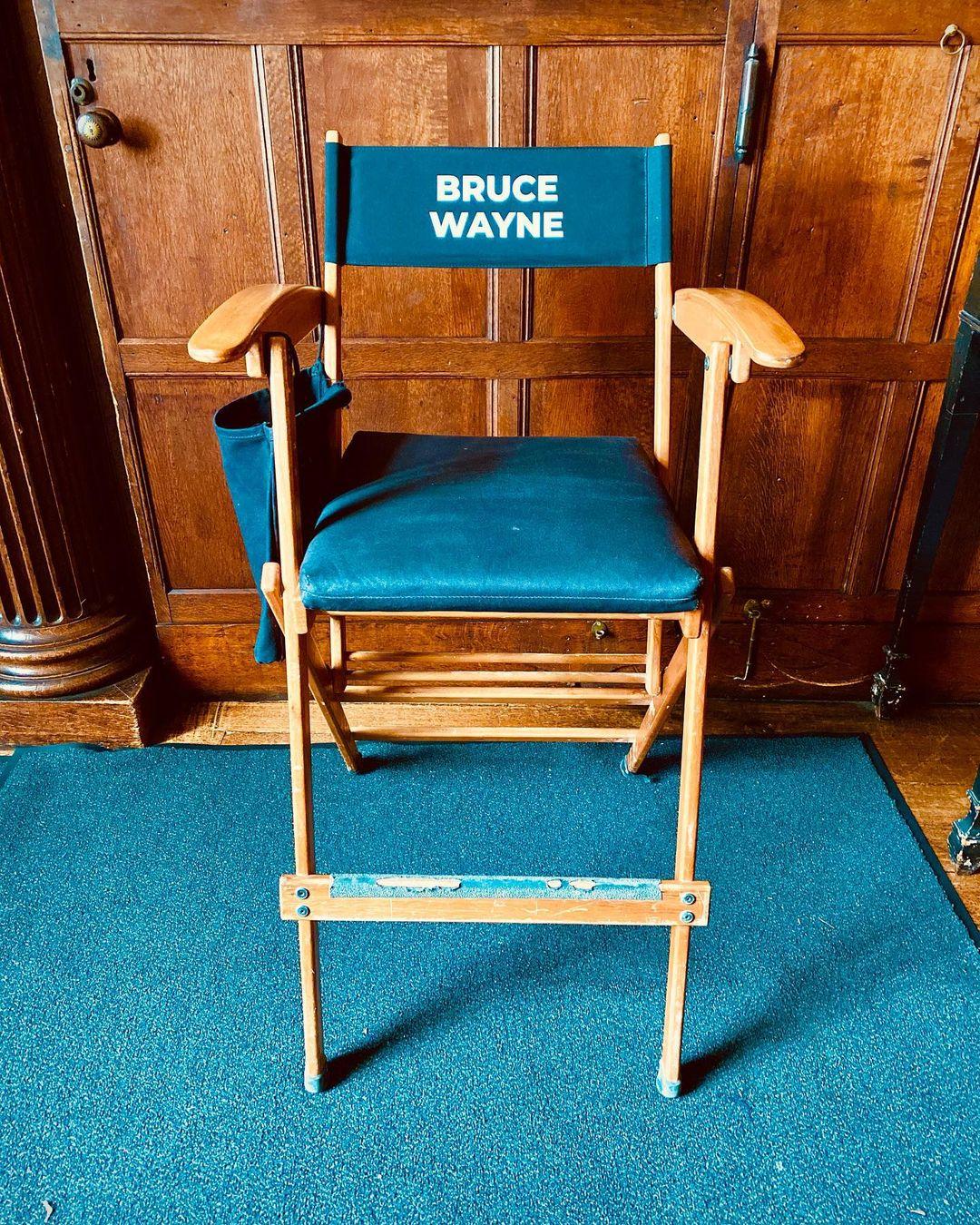 La silla de Bruce Wayne en el set de The Flash (2022). Imagen: Bárbara Muschietti Instagram (@barbaramus).