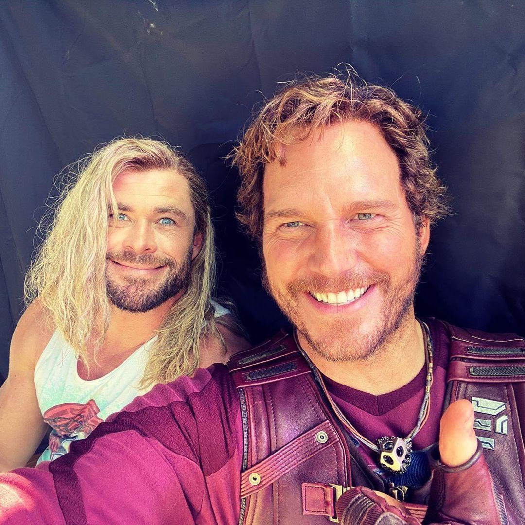 Chris Hemsworth como Thor y Chris Pratt como Peter Quill/Star-Lord en el set de Thor: Love and Thunder (2022). Imagen: Chris Hemsworth Instagram (@chrishemsworth).