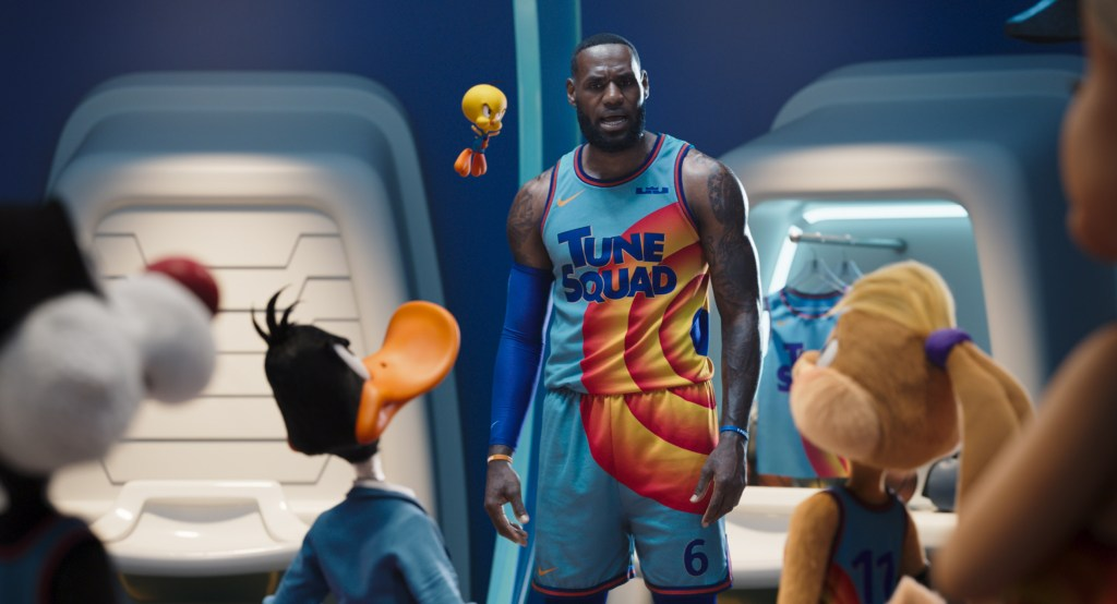 LeBron James y el Tune Squad en Space Jam: A New Legacy (2021). Imagen: Rotten Tomatoes Twitter (@RottenTomatoes).