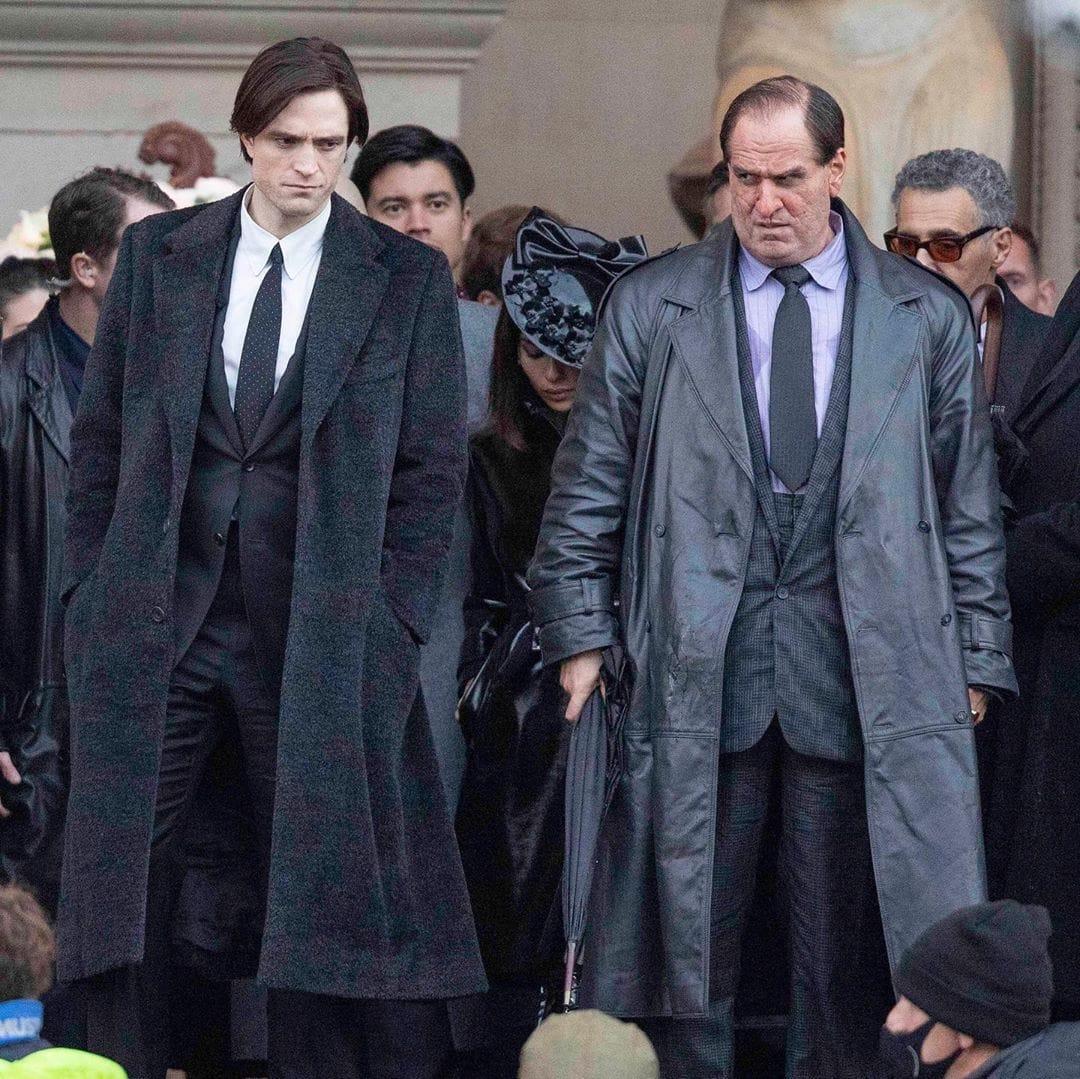 Robert Pattinson como Bruce Wayne/Batman y Colin Farrell como Oswald Cobblepot/The Penguin en el set de The Batman (2022). Imagen: listal.com