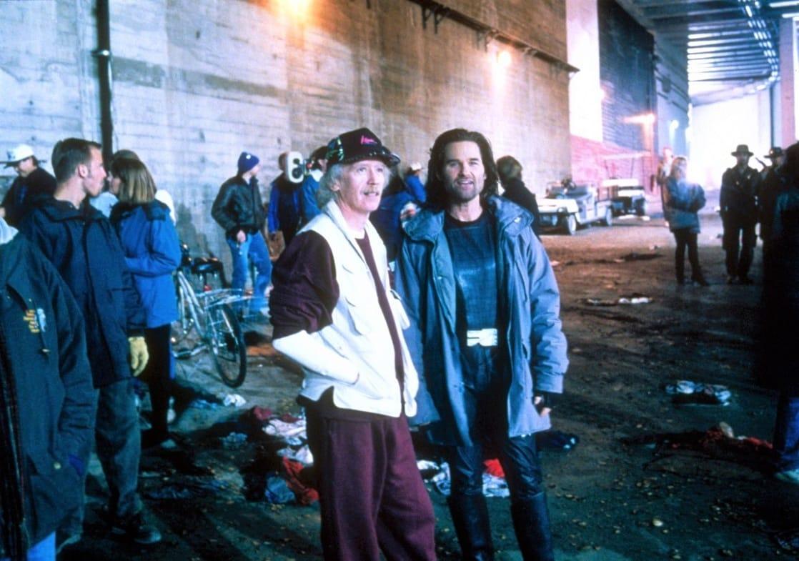 El director John Carpenter y Kurt Russell como Snake Plissken en el set de Escape from L.A. (1996). Imagen: listal.com