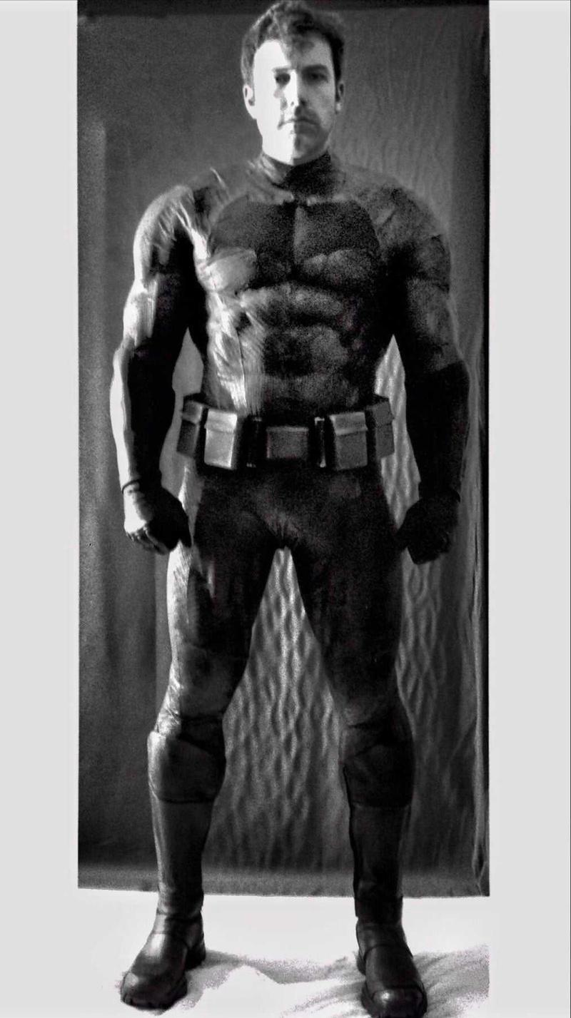 Batman/Bruce Wayne (Ben Affleck) en Batman v Superman: Dawn of Justice (2016). Fotografía por Zack Snyder. Imagen: thedirect.com