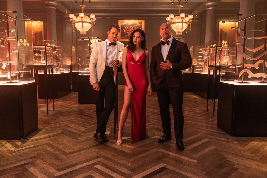 Nolan Booth (Ryan Reynolds), Sarah Black (Gal Gadot) y  John Hartley (Dwayne Johnson) son los personajes principales de Red Notice (2021). Imagen: Dwayne Johnson Twitter (@TheRock).