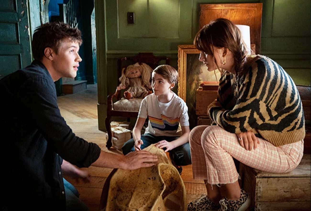 Tyler Locke (Connor Jessup), Bode Locke (Jackson Robert Scott) y Kinsey Locke (Emilia Jones) en el episodio 202 de Locke & Key. Imagen: SpoilerTV