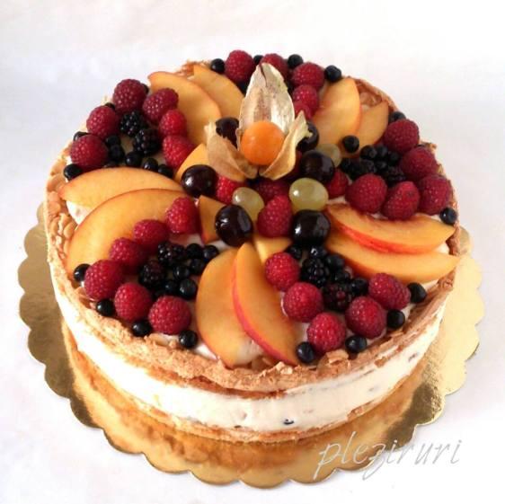 Tort cu fructe, bezea si migdale