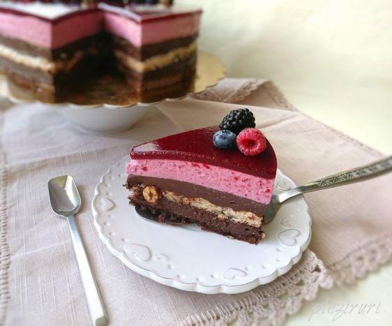 pleziruri - Tort ADI cu ciocolata alune si fructe de padure