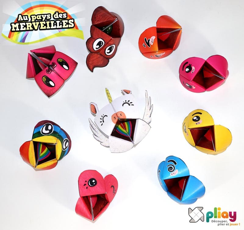 """Les marionnettes pliées du pack """"Au Pays des Merveilles - Emoji & Licorne"""" de Pliay"""