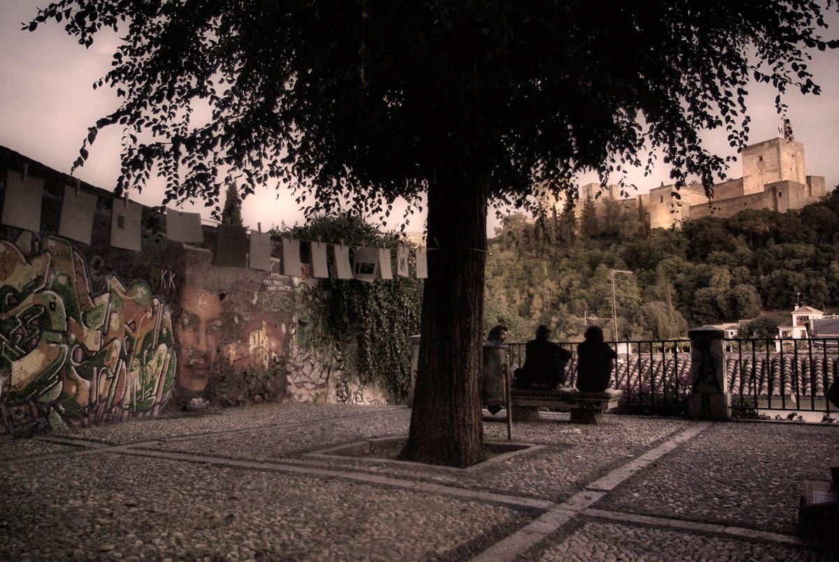Pliegues bajo la Alhambra