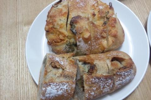 パン屋Sora ルッコラとチーズ、クルミとゴルゴンゾーラ