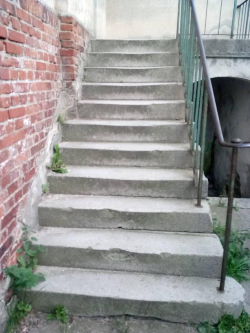 schody lastrykowe przed renowacją