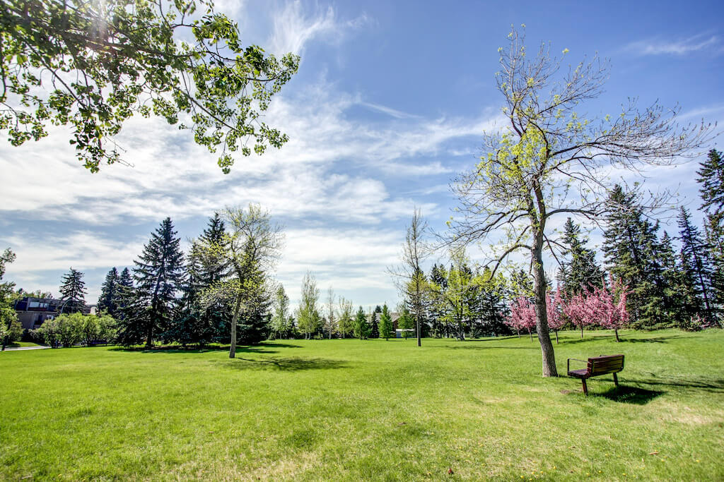 greenspace-3339-rideau-place-sw-devonshire-house-condo-calgary-real-estate-for-sale-dennis-plintz-realtor-sothebys-canada