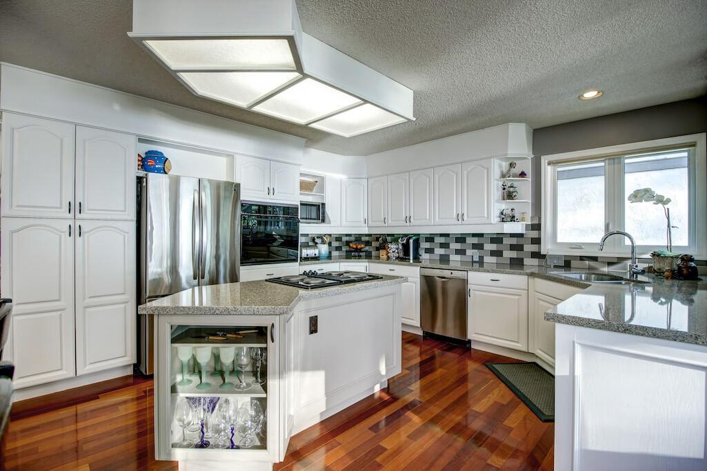Kitchen-east-chestermere-plintz-real-estate
