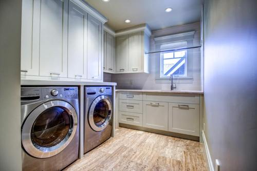 Laundry-20-October-Gold-Gate-Elbow-Valley-For-Sale-Plintz-Real-Estate-Calgary-Sothebys