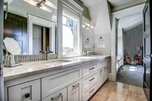 Jack-jill-ensuite-luxury-realtor-20-October-Gold-Gate-Elbow-Valley-For-Sale-Plintz-Real-Estate-Calgary-Sothebys
