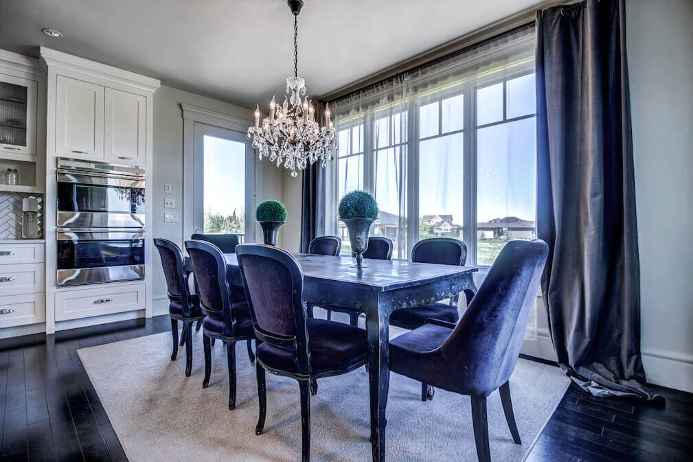 Dining-chandelier-20-October-Gold-Gate-Elbow-Valley-For-Sale-Realtor-Plintz-Luxury-Real-Estate-Calgary-Sothebys