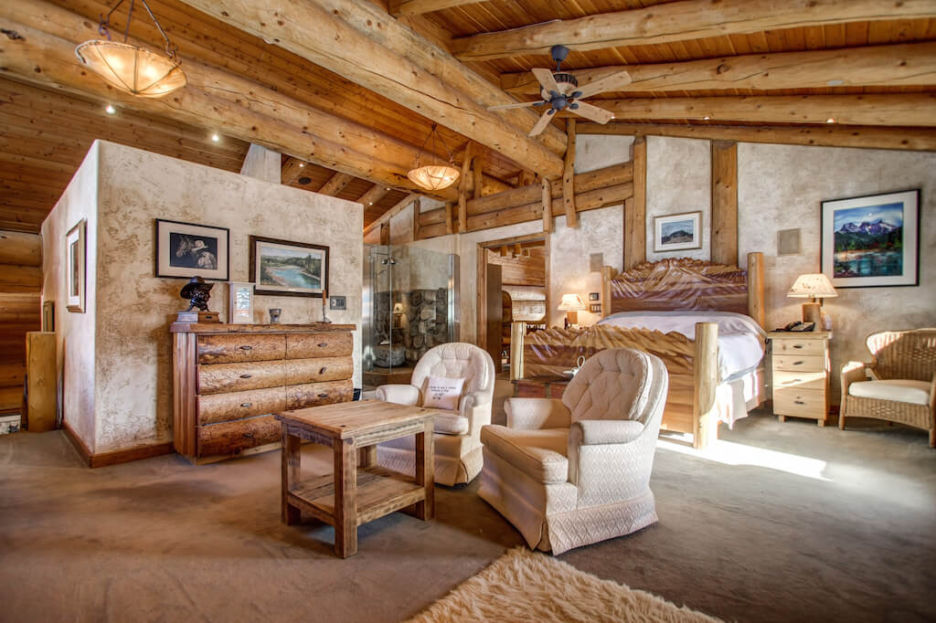 Vaulted-master-352248-Pine-Ridge-Road-Bragg-Creek-Ranch-Acreage-For-Sale-Calgary-Real-Estate-For-Sale-taylor-sothebys-Realtor-Plintz