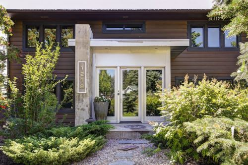 Front-entry-1219-Beverley-Boulevard-SW-Belaire-Calgary-Realtor-plintz-real-estate-luxury-home-for-sale-house