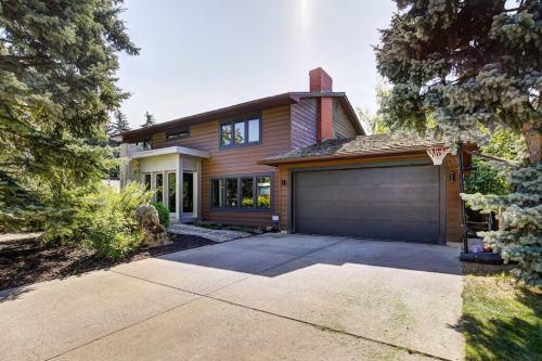 Garage-1219-Beverley-Boulevard-SW-Belaire-Calgary-Realtor-plintz-real-estate-luxury-home-for-sale-house