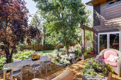 Back-deck-1219-Beverley-Boulevard-SW-Belaire-Calgary-Realtor-plintz-real-estate-luxury-home-for-sale-house-