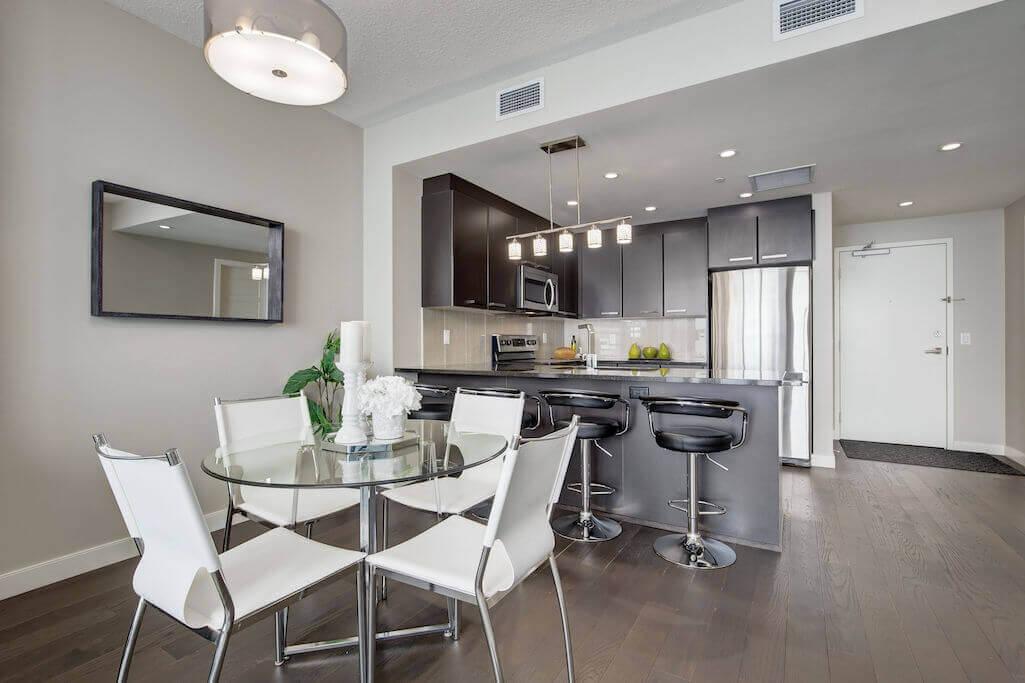 kitchen-dining-2402-225-11-Avenue-SE-Keynote-Condo-Victoria-Park-Beltline-Calgary-Real-Estate-Plintz-Realtor-Luxury