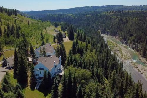 aerial-river-cochrane-bed-and-breakfast-corporate-retreat-Crossing-Ghost-River-Plintz-Real-Estate-For-Sale