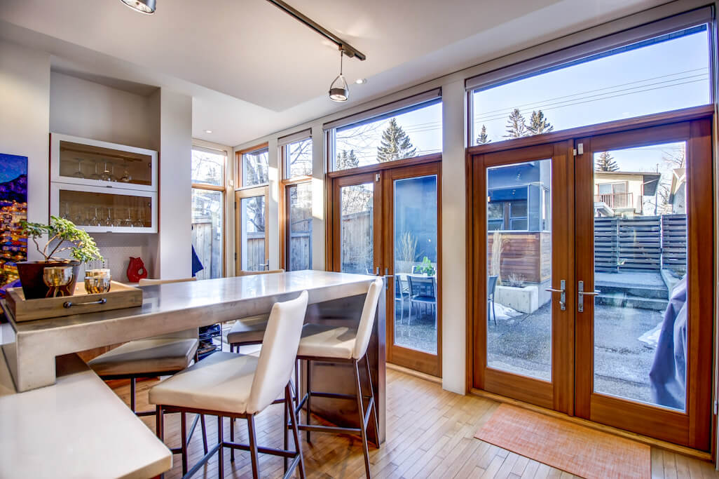 kitchen-904-31-Avenue-NW-cambrian-heights-mount-pleasant-calgary-real-estate-for-sale-plintz