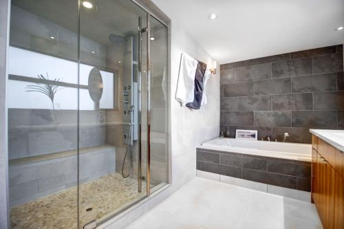 luxury-bathroom-904-31-Avenue-NW-cambrian-heights-mount-pleasant-calgary-real-estate-for-sale-plintz