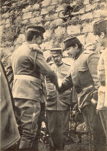 Esad Pasha ua dorëzon Shkodrën malazezëve (1913)