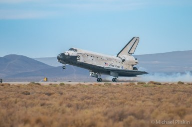 Space Shuttle Discovery landing at Edwards AFB