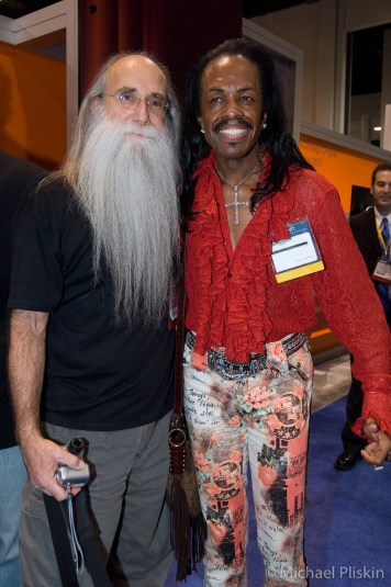 two great bass players - Leland Sklar and Verdine White