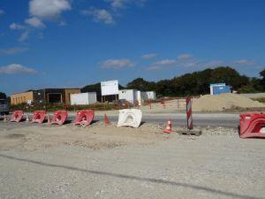 Septembre, aménagement du rond point de la ZA de Kerlavar