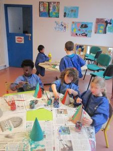 Arts plastiques au centre de loisirs de Plonéour-Lanvern