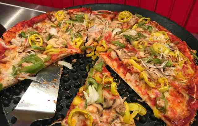 vegetables on pizza