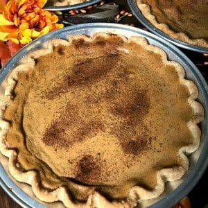 Do you have a BIG holiday gathering to cook for?  This recipe for a big batch of pumpkin pies is perfect for a crowd! #pumpkinpie