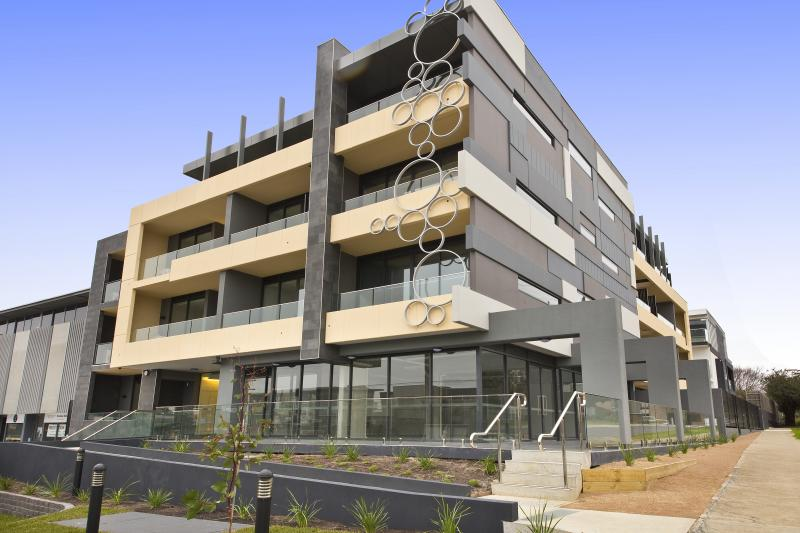 Building Feature 252 Bay Rd, Sandringham by PLR Design