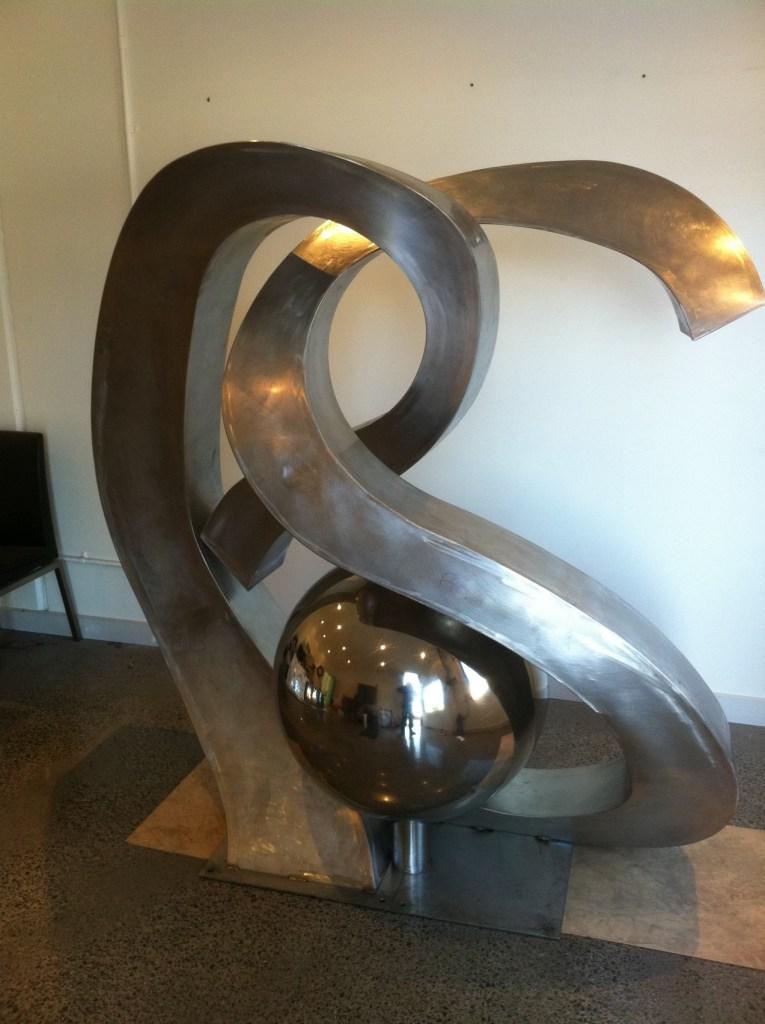 E & S steel sculpture water feature