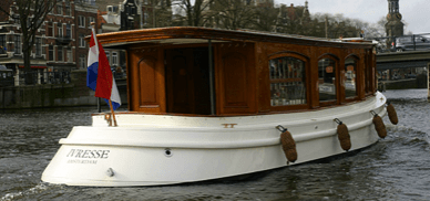 Ivresse electric canal boat for rent in Amsterdam