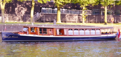 Monne de Miranda electric canal boat for rent in Amsterdam