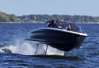 Swedish electric hydrofoil boat starting to fly!