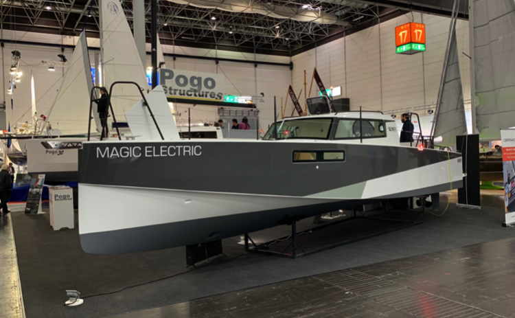Loxo 32 electric boat