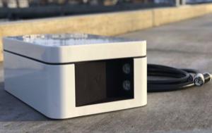 les nouveaux packs de bateaux électriques ont de petites batteries carrées couvertes de plastique blanc