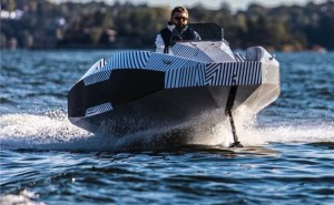 Mantaray hydrofoiling electric boat