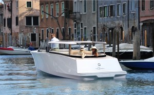 Q-Yachts eLimo electric boat