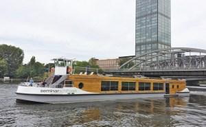 Seminarschiff - electric ferry